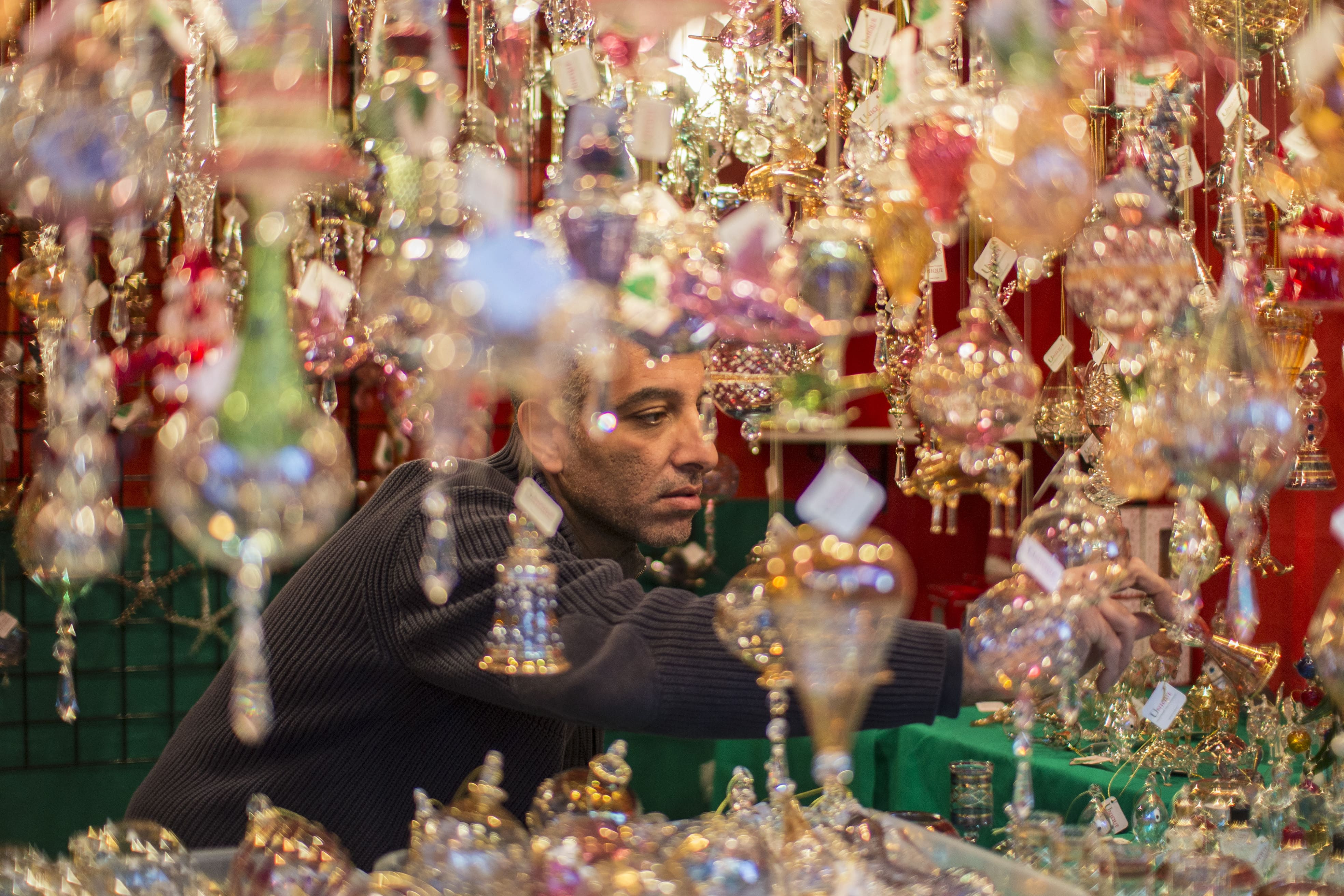 ChristmasVillage_PHL_Ornaments_Credit_DaveLakatos.jpg