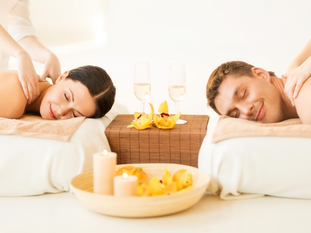 Aromatherapy Massage - How for you to Use Essential oils to Appreciate a Comfortable and even Enjoyable Experience Richel_D_Ambra_Spa_Couples_Massage