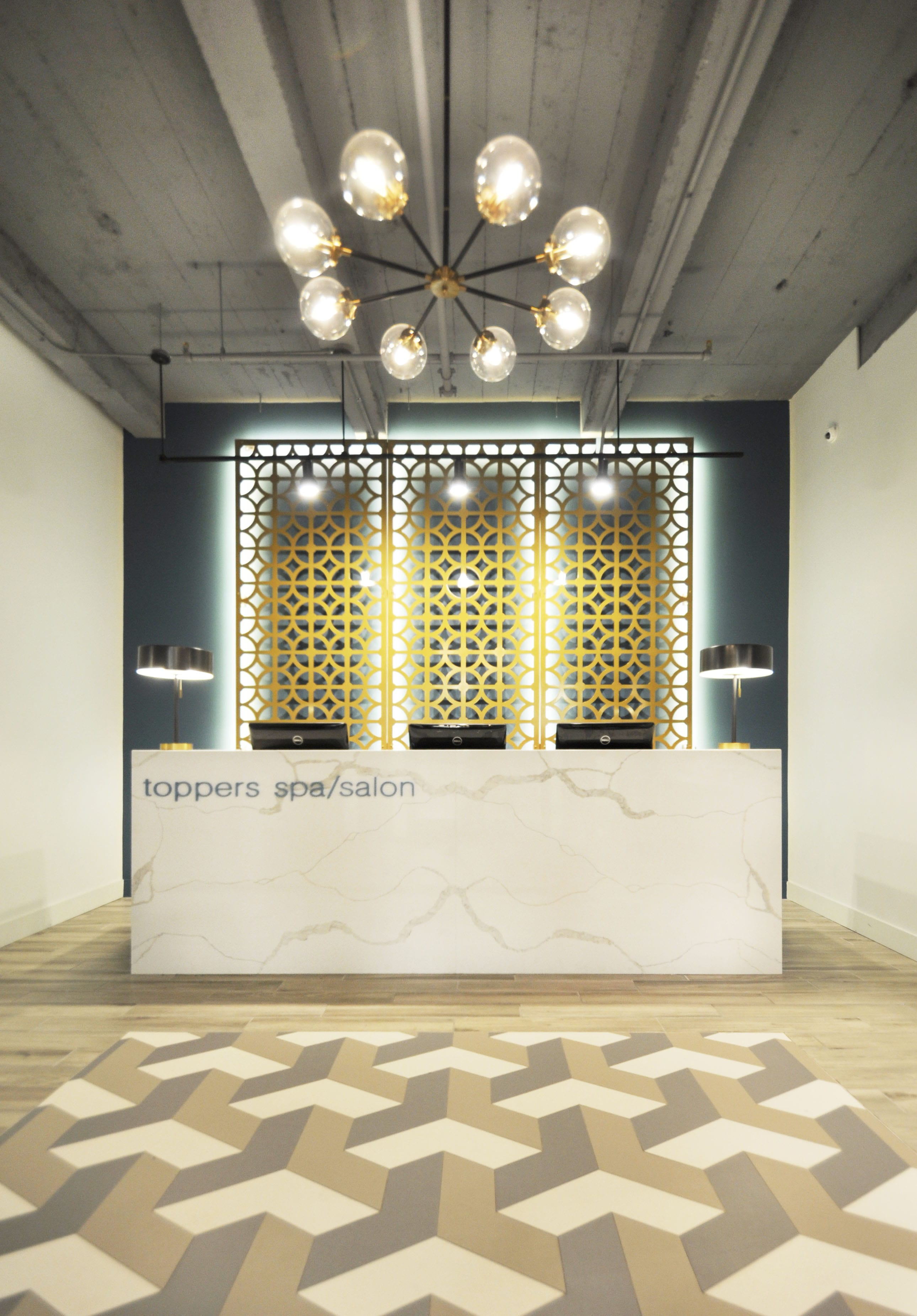 Toppers_Spa_Front_Desk_01.jpg